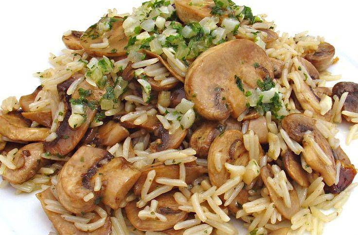 Un arroz con champiñones muy fácil y rápido de hacer, con un toque de ajo, picantito y perejil, que queda estupendo.