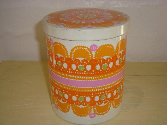IRA Danish design retro tin from 1968 designed by Ethel von Horn. IRA retro dåse fra 1968.#iradenmark #iradanmark #danishdesign #danskdesign #tin #dåse #ethelvonhorn #retro #kitchenware. SOLGT/SOLD on www.TRENDYenser.com.