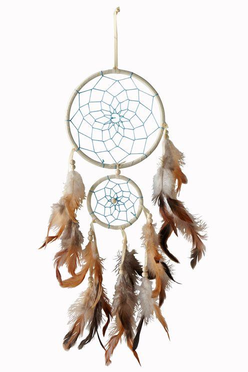 Drömfångare med fjädrar och rep. Höjd ca 43 cm. Stor ring Ø 16 cm. Liten ring Ø…