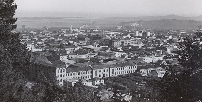 A través de 90 postales fotográficas en blanco y negro, el Museo de Historia Natural de Concepción conserva registros visuales de los inicios de la modernización en esa ciudad, al igual que de Lota, San Pedro de la Paz, Lirquén, Hualpén, Tomé y Talcahuano.