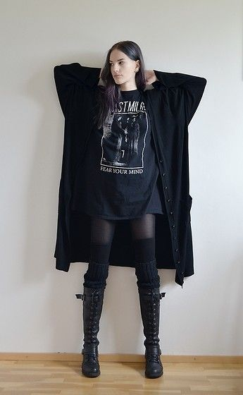 Love the layered look. Love the boots. Very comfy. Goth. Black casual