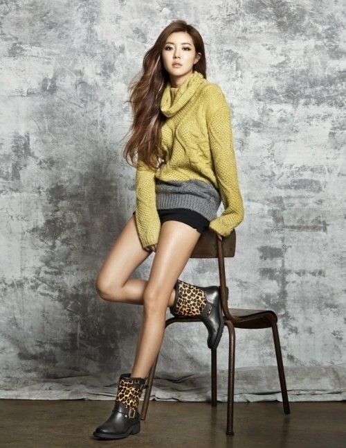 Park Han Byul models 'GUESS' shoes in additional photos for 'W' magazine