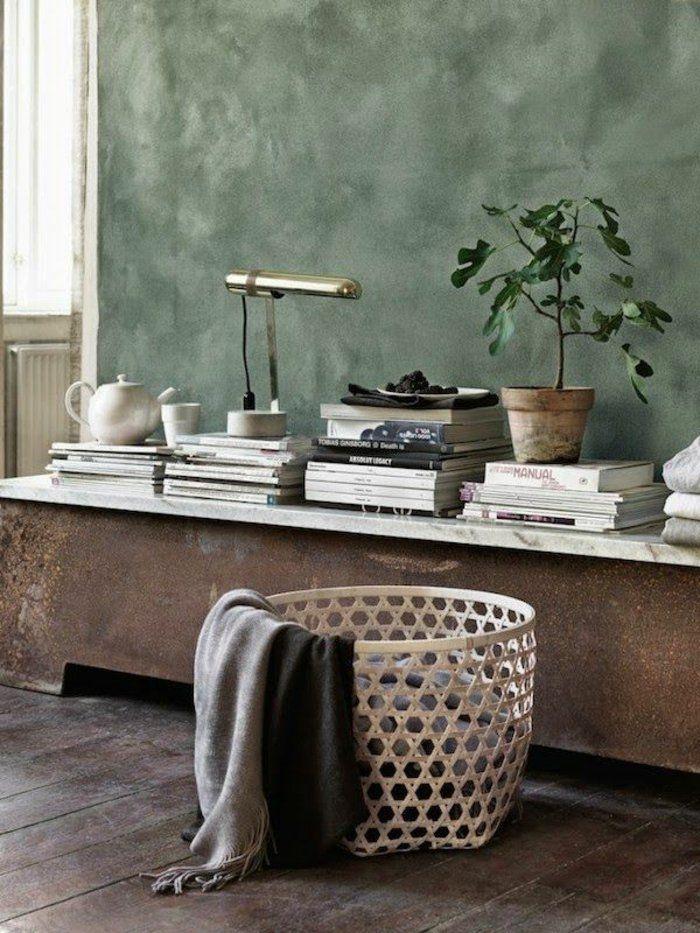 geraumiges wohnzimmer korb aus stoff stockfotos bild und eadbbdeafb shabby walls