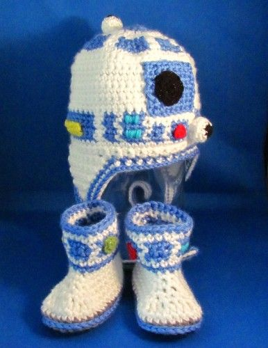 R2D2 Set for Baby / Crocheted Star Wars Earflap Hat & Booties - Custom   HatsandSpats - Children's on ArtFire.....must find the pattern for this!!!!