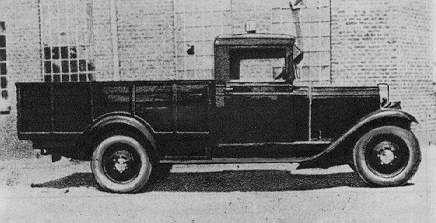 CWS T 1 samochód ciężarowy, według ówczesnej nomenklatury półciężarówka o ładowności 0,5 tony powstał także na typowym podwoziu modelu osobowego. Rama samochodów CWS była wykonana z wysokogatunkowej stali z dużym zapasem wytrzymałości. Półciężarówka miała 4 hydrauliczne amortyzatory, co wprawdzie podniosło komfort jazdy, lecz było wówczas uważane za zbędne w wozach tej klasy (twierdzono, że wystarczają dwa, przy kołach przedniej osi) i to samo ogumienie (16 x 50 Bibeudum).