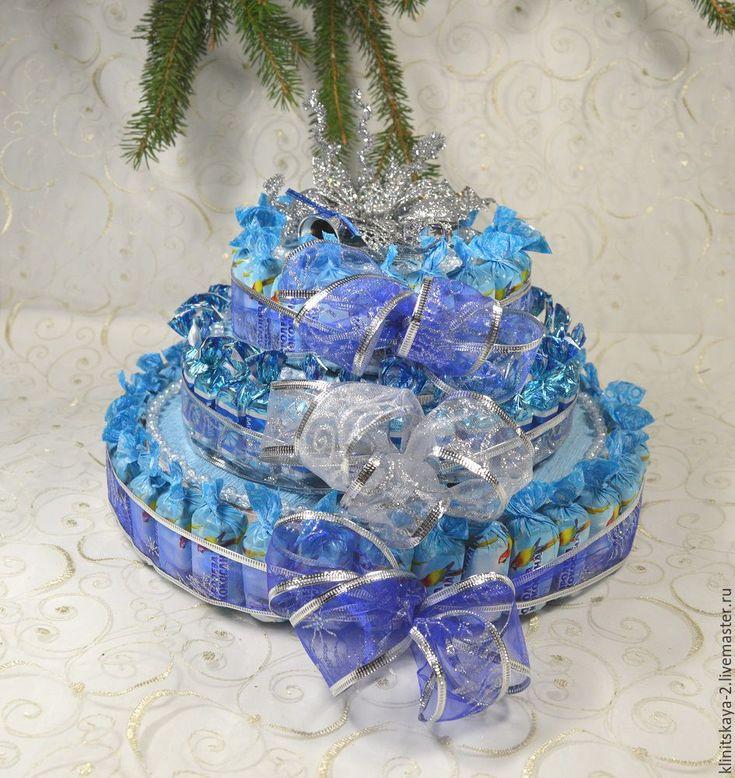 Купить Трёхярусный новогодний торт из конфет голубой. Работа на заказ. - голубой, торт из конфет