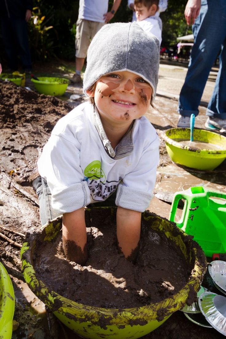 Mud play is one of the most amazing open ended nature play activities that, for children, never gets old (even for us big kids). These mud pit options are great for the backyard, day care centre, school, kindergarten or play area. #natureplayqld