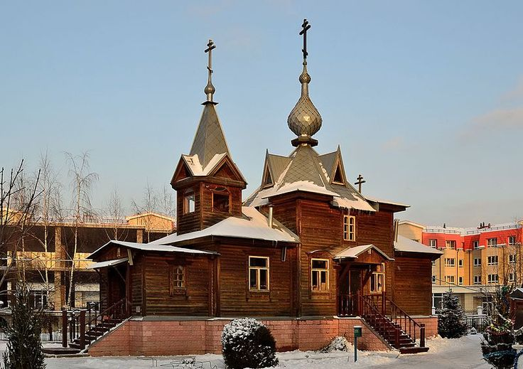 The old wooden building of the Holy Trinity Church in Korolyov, Moscow Oblast. Built in 2003, consecrated in 2005. A general view. Photo by Dmitry Ivanov. 2016. #modernarchitecture #orthodoxchurch #woodenarchitecture