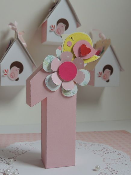 Número 3D para enfeites para decoração de festas. Já vai com a flor e passarinho, todos feitos com a técnica de scrapbook. Personalizado de acordo com o tema. Faço em outras cores, outros números. O preço é cobrado por unidade. R$ 25,00