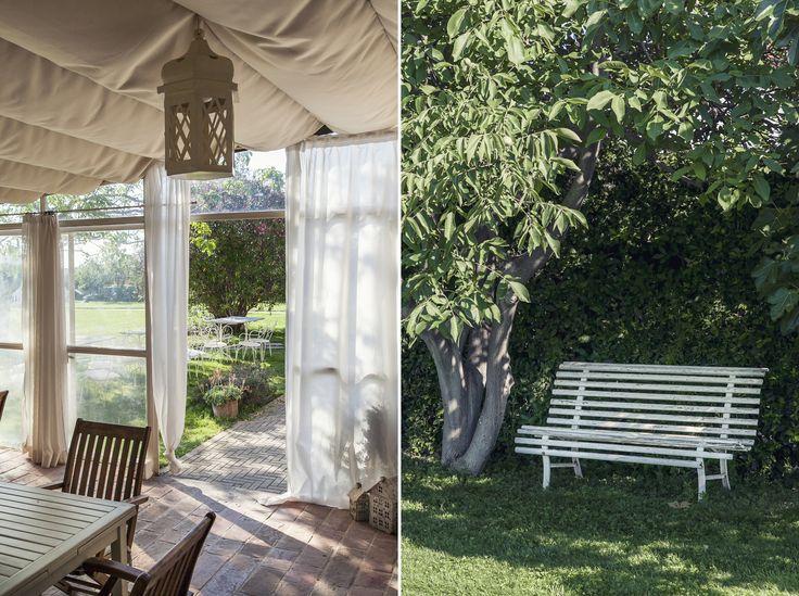 Una panchina in giardino e gazebo per colazioni!