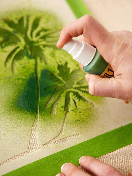 Para projetos de pequena escala, tais como cartões, camisetas ou arte, estêncil sprays de tinta não pode ser batida. Tape o seu estêncil para prevenir as que vasamento da tinta, em seguida, basta pulverizar sobre o estêncil.