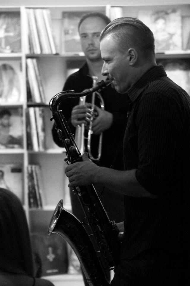Intymus pasimatymas su džiazo kvintetu #band #musician #photography  #bookstore #concert #vilnius #kvintetas #dziazas #rudninkuknygynas #koncertas #renginys #senamiestis #muzika