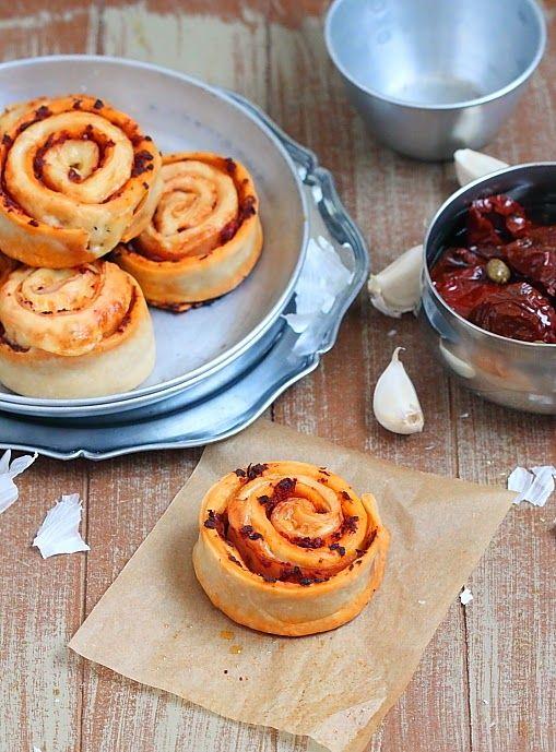 Délices d'Orient: Pizza roulée aux tomates séchées