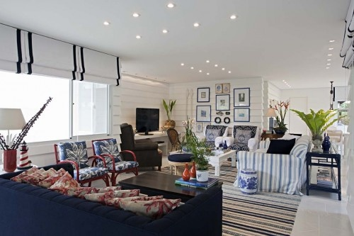 Love the blue and white with those red/linen pillows