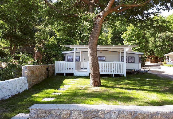 €55 Având restaurant, bar și o zonă de plajă privată, Akti Oneirou Camping and Bungalows este un camping pe malul mării situat în Vourvourou.