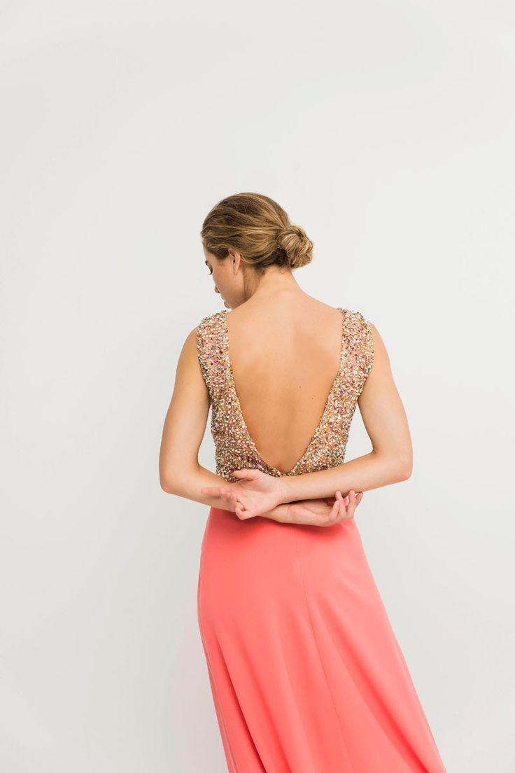 Vestido largo coral claro con cuerpo de pedreria y lentejuelas y falda de vuelo ideal invitada de boda de tarde o boda de noche dama de honor graduacion evento