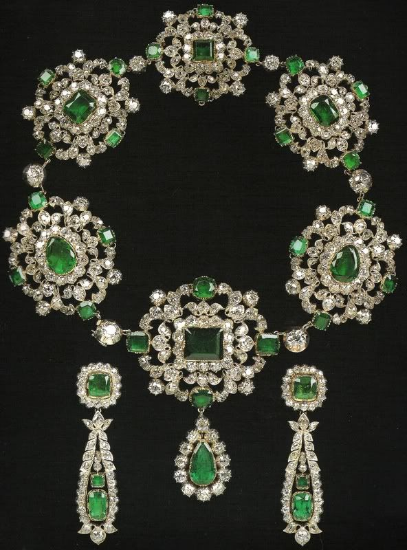 """An amazing set of emerald- diamonds necklace and earrings, gift from Tsar Alexander I to the MArchioness of Londonderry """""""
