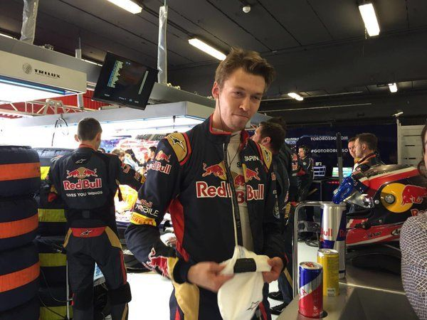 Daniil is also ready and both cars have now just driven out of the garage on their way to the grid #SpanishGP
