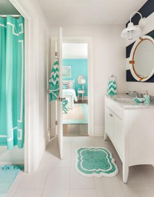 Şık, şirin ve yatak odası ile uyum içinde bir ebeveyn banyosu