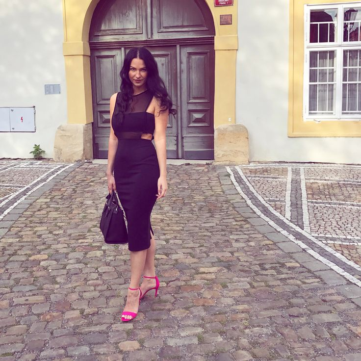#black#dress#cutoutdress#pink#shoes