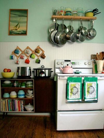 Nice colours: Pots Racks, Spaces, Idea, Kitchens Design, Vintage Kitchens, Colors, Small Kitchens, Coff Cups, Hanging Pots