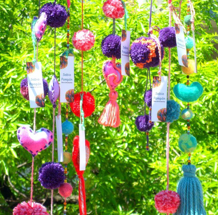 Colgantes con pompones corazones y borlas llaveros for Adornos hogar
