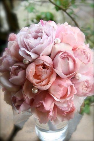 アトリエ・グラース(Atelier Grasse) 八重咲きのバラを集めた、上品なスウィートブーケ