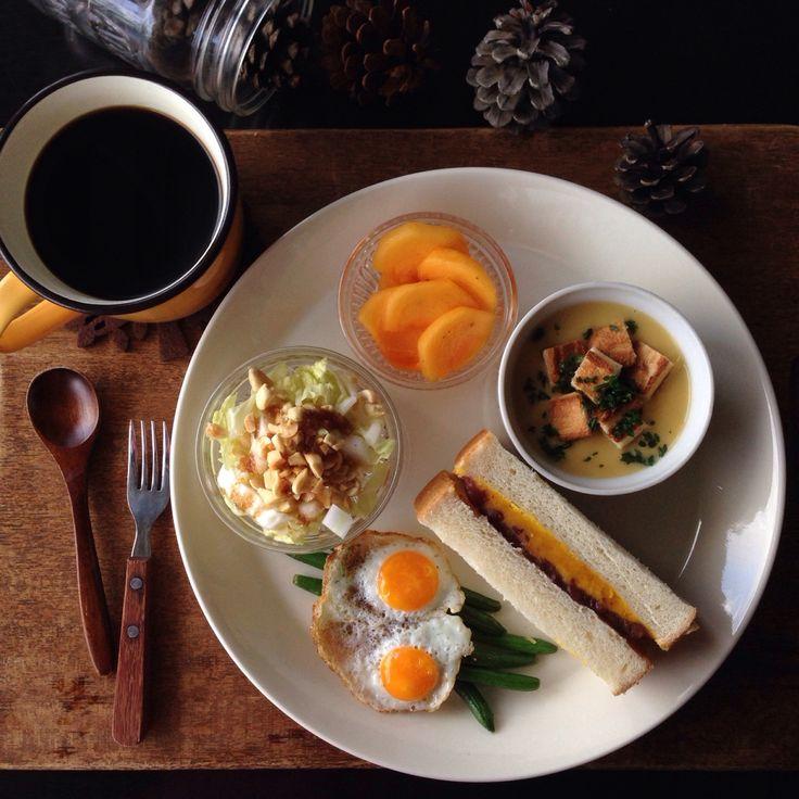朝ごはん。breakfast. 南瓜と小豆のサンドイッチ、コーンスープ、白菜とピーナッツのサラダ、など。
