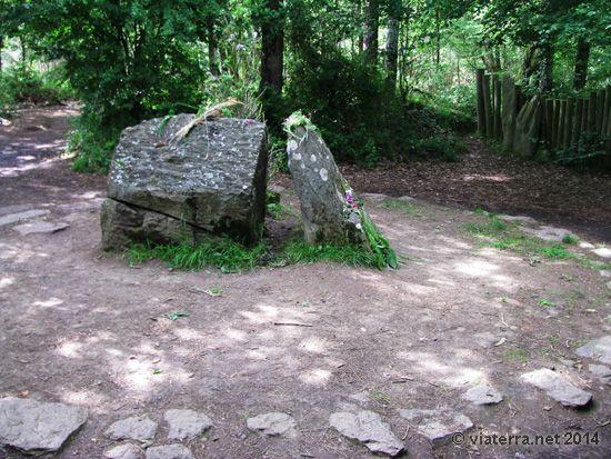 Le pseudo tombeau de Merlin, dans la pseudo  Brocéliande d'illuminés celtomanes.