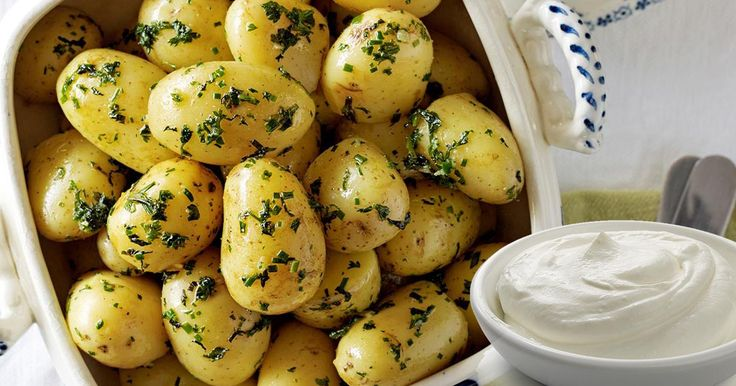 Nu te puține ori ai încercat să pierzi kilogramele în plus! Ai apelat la diete, exerciții istovitoare, poate chiar pastile de slăbit. Și de ce toate astea când soluția se află... chiar în bucătăria ta? Tot ce trebuie să faci este să consumi pentru trei zile doar cartofi fierţi sau copţi şi iaurt cu