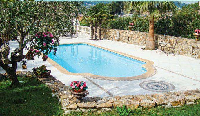Avantage d'une piscine en coque polyester par rapport à une piscine en béton http://www.spapiscines.com/avantage-piscine-en-coque-polyester-par-rapport-piscine-en-beton La piscine en coque polyester fait actuellement davantage d'adeptes que la piscine en béton. Cette tendance peut s'expliquer en trois points, à savoir la facilité d'installation, le niveau d'étanchéité, ainsi que la possibilité de personnalisation. Une installation plus aisée Sa facilité