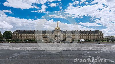 Hôtel des Invalides with French flag and dome seen from Place des Invalides