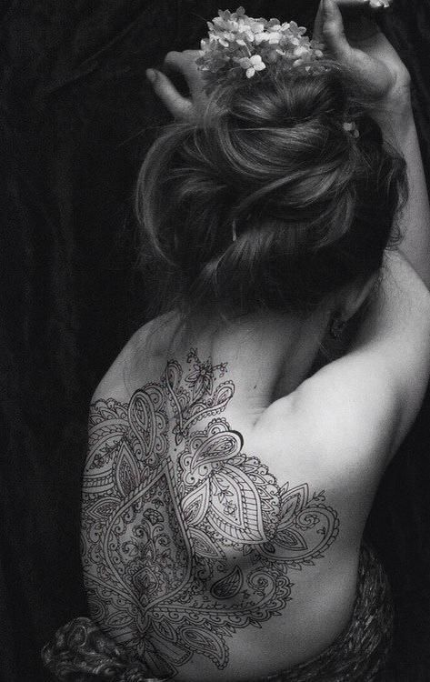 ☆ henna back tattoo ☆ So beautiful! I do henna designs but nothing like this-so intricate