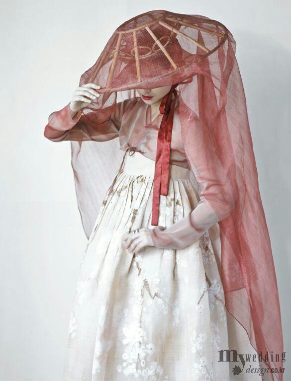 Hanbok, Wedding design,  traditional korean wear, tumblr, beautiful, fashion, hat, amazing, extravagant.