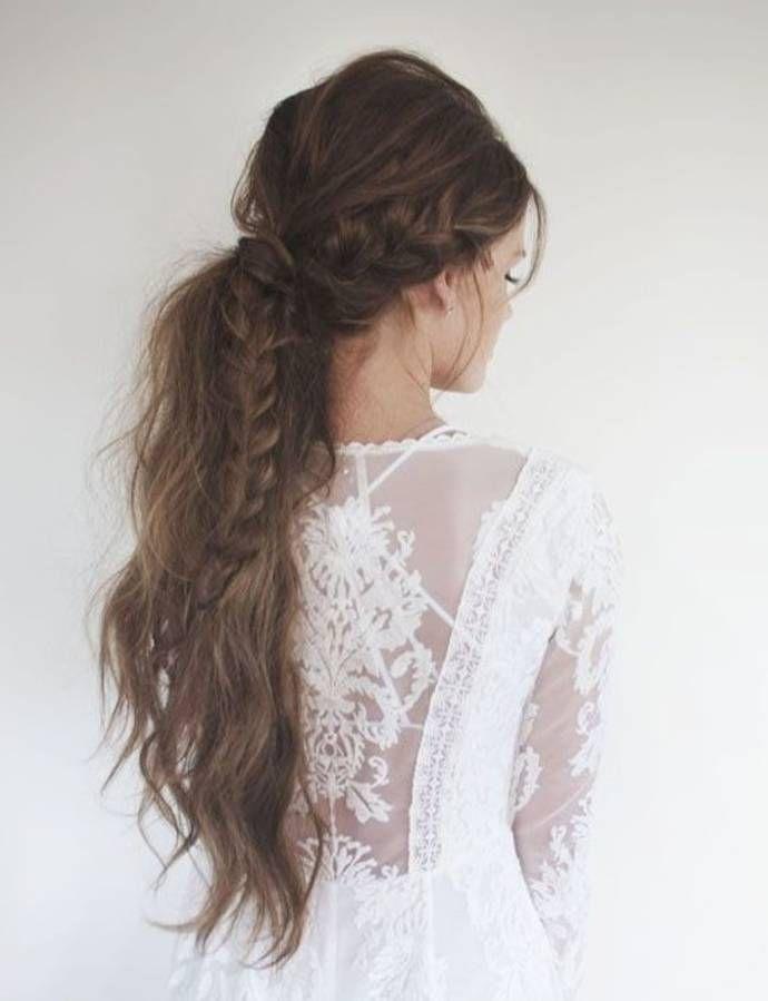 Coiffure cheveux longs en queue-de-cheval