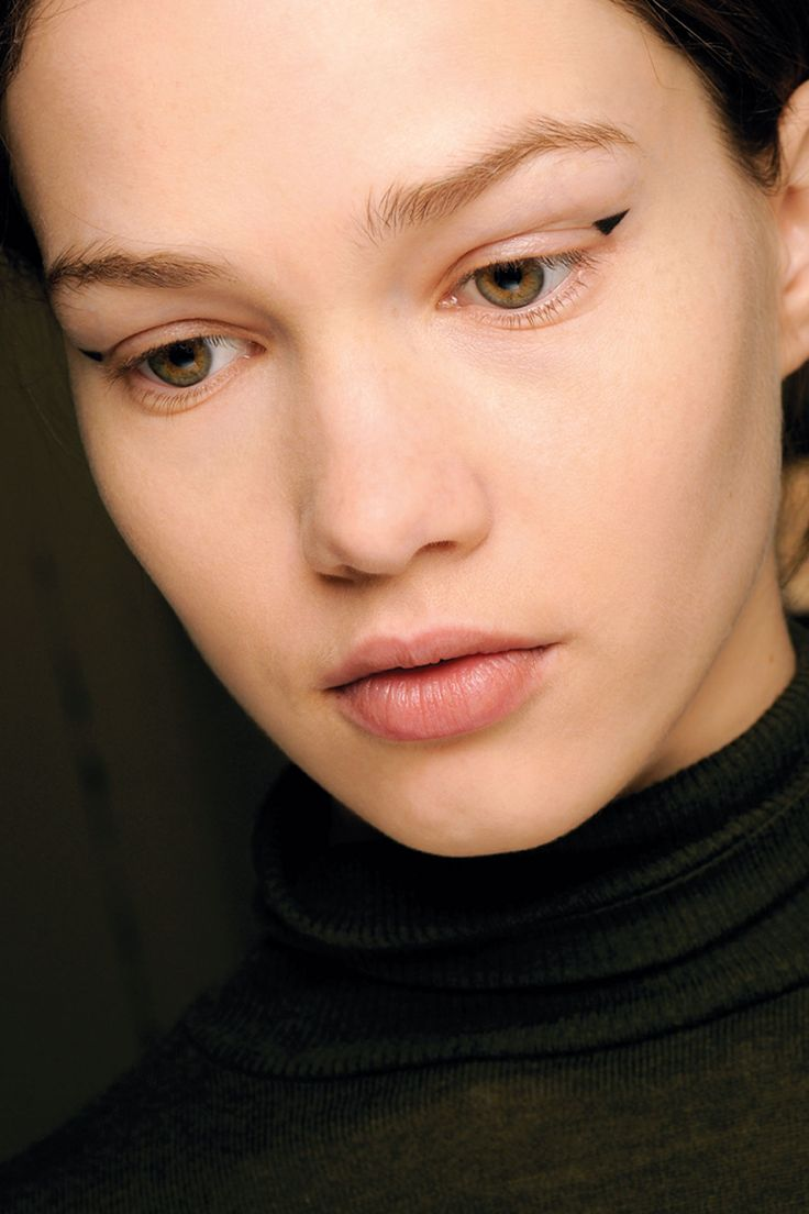 Graphic eyes. Tiny black triangles. Runway makeup by Andrew Gallimore. Erdem, Fall / Winter 2014-15. Photo: MAC Cosmetics http://www.vogue.co.uk/beauty/2012/08/21/graphic-eyes---autumn-winter-2012-13-eye-liner-trend/gallery/826564