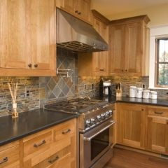 Light warm earth tones in kitchen