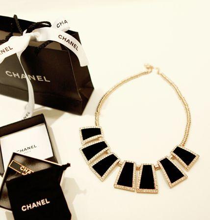 Black velvet necklace  http://www.pinkymint.com/shop/step1.php?number=45357&b_code=B20110425024620