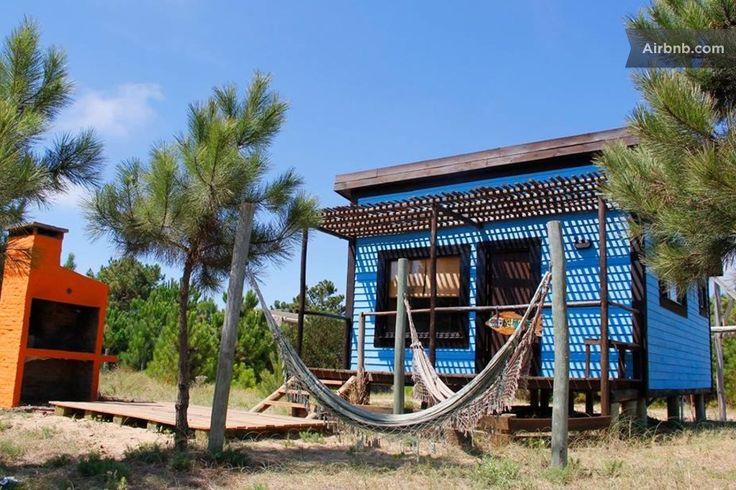 Cabaña en Punta del Diablo, Uruguay. Está ubicado en la zona más bonita y tranquila de la viuda a sólo 350mts. de la playa, rodeado de muchos árboles como pinos y con una muy linda vista del pueblo, el bosque y la playa.  Ropa de cama, toallas, frazadas y mantas, cocina completamente...