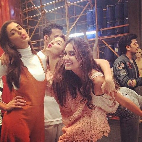 Lisa Haydon takes a fun photograph with Nargis Fakhri and Jacqueline Fernandez while shooting for 'Housefull 3'
