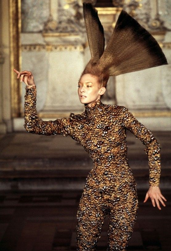 17 best images about alexander mcqueen on pinterest for Haute couture fashion house