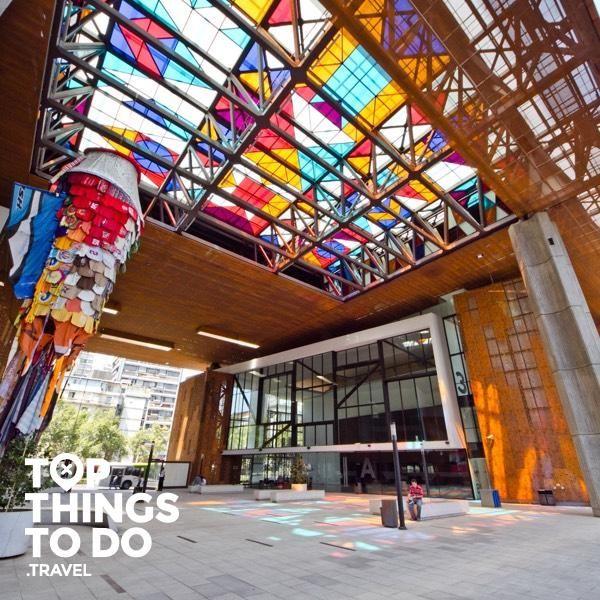 Barrio Lastarria y Bellas Artes - Santiago - El Barrio Lastarria y Bellas Artes con su estilo y ritmo propio, tiene un encanto que no te dejara indiferente, visita sus cafés, tiendas y museos.