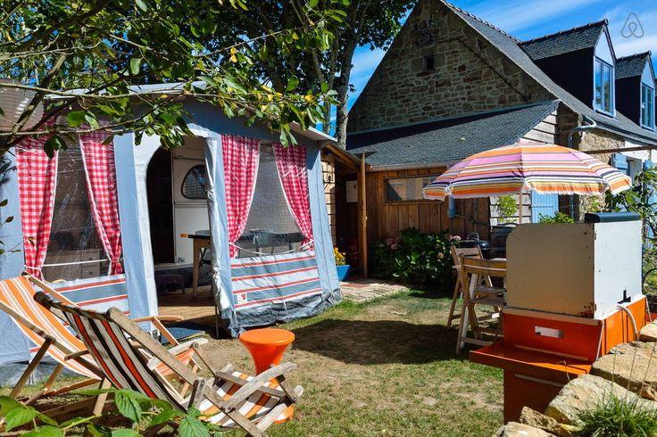 Bekijk deze fantastische advertentie op Airbnb: The Cosy Caravan, vintage kamperen - Campers/Caravans te Huur