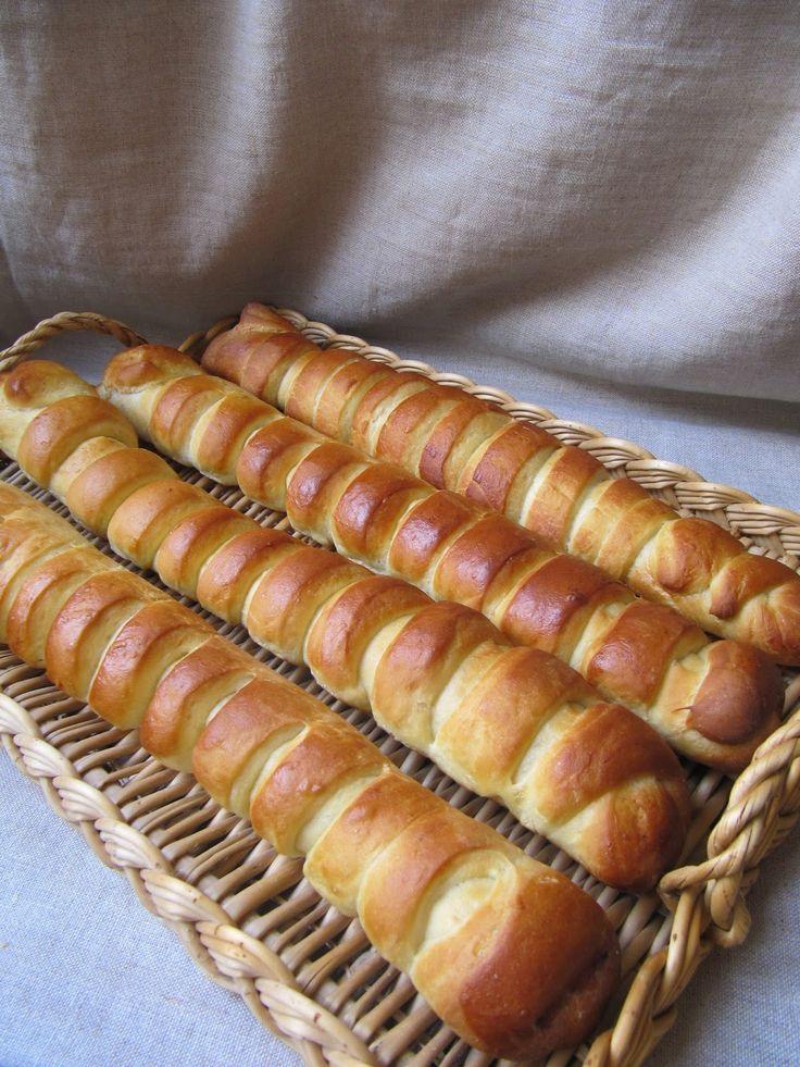 On peut parfois reprocher aux viennoises des boulangers de manquer de fraîcheur. Résultat, elles sont sèches. Faites maison, elles sont bie...