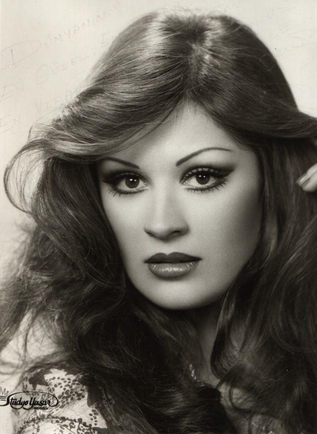✿ ❤ Gülşen Bubikoğlu, Yeşilçam'ın en güzellerinden biriydi...Ona en çok komedi oynamak yakışıyordu. Turkish Actress - Gülsen Bubikoglu