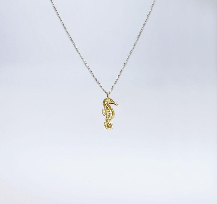 fio cavalo marinho em Prata com banho de ouro +info: joias.she@gmail.com