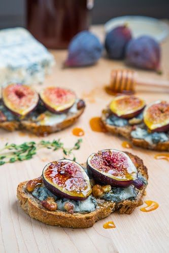 Fig and Gorgonzola Crostini with Honey