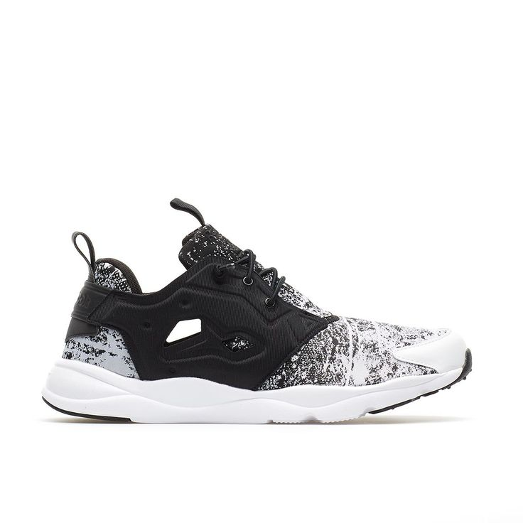 Furylite JF from the S/S2016 Reebok collection in black and white