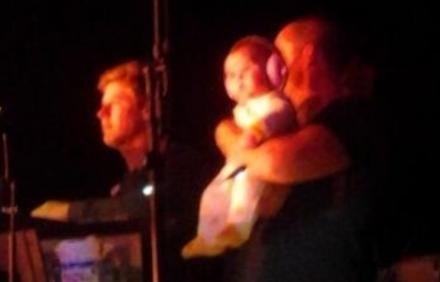 La hermanita de Selena Gómez la acompaño en un concierto #So#cute#baby#Grace#selena#SDT♥