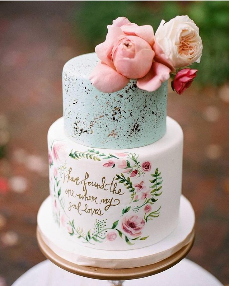 How darling are the hand painted flowers & sweet quote on this cake?! #WeddingWednesday @nashvillesweetsshop by petitepetalco